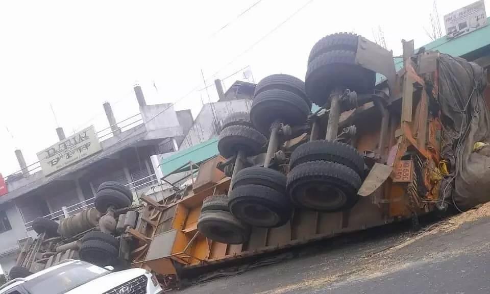 Truck turned turtle in Shillong. Blocks the traffics causing jams