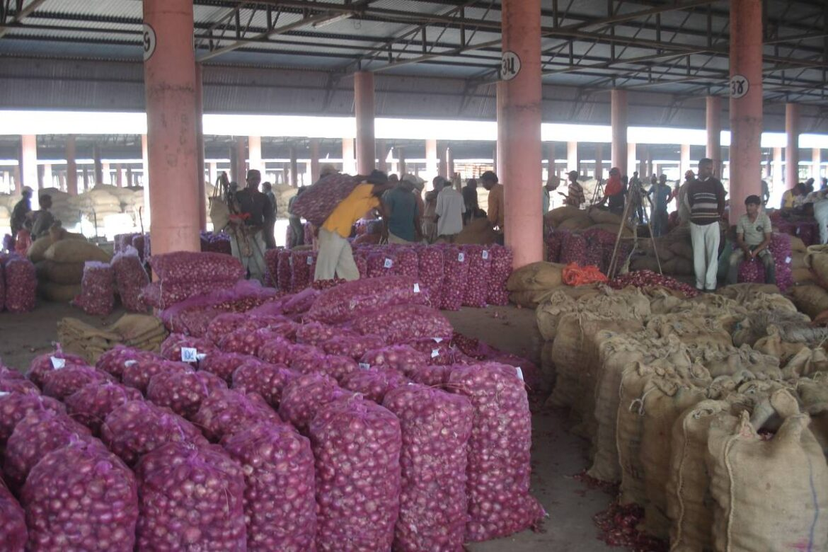 Government allows more onion imports to check surging prices
