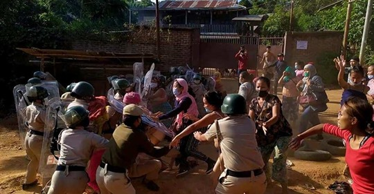 Manipur: Bikini clad women in Moreh protest eviction drive