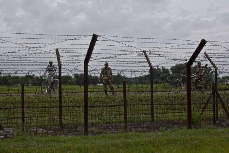 BSF arrested 2 Bangladeshi Troopers at Indo-Bangla border