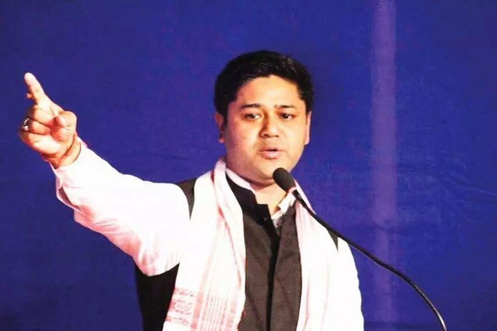 Former Assam student leader Lurinjyoti Gogoi to join politics on Dec 16.  Likely to be AJP President