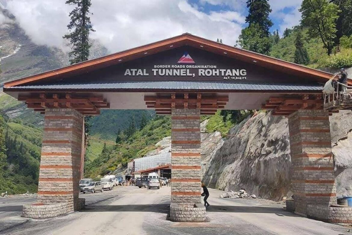 Atal Tunnel Dance: Creates traffic jam inside tunnel as they stop cars to shake legs
