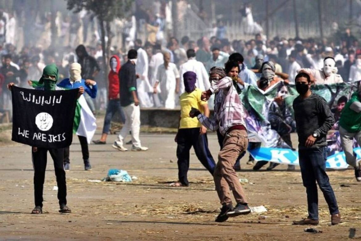 Stone Pelting Incidents In Jammu Kashmir Falls By Whopping 87.13 Per Cent In 2020 After Removal of Article 370