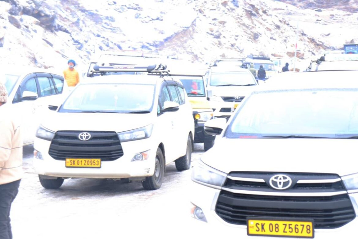 Army Rescues about 450 Stranded Tourists From Indo-China Border In Sikkim After Severe Snowstorm